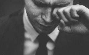 Ból i łzawienie oczu